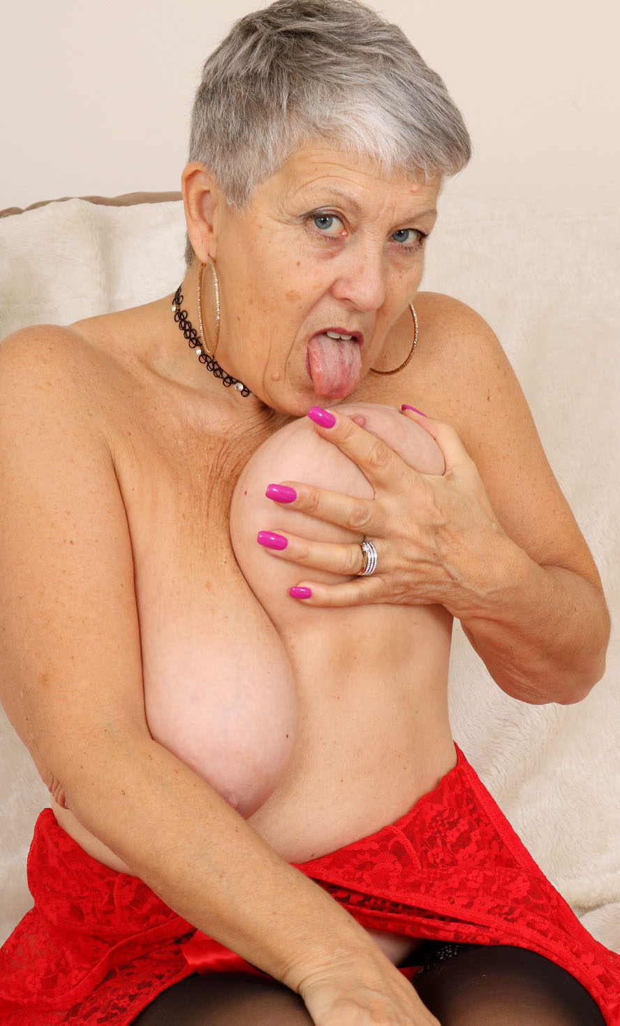 Mature breasts bouncing